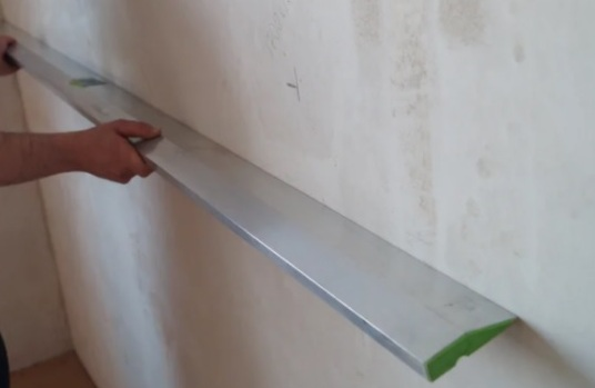 Как проверить ровность стен