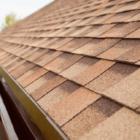 Чем покрыть крышу дома недорого и качественно