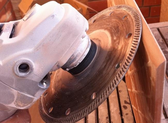 Технология работ по обрезке плитки под углом