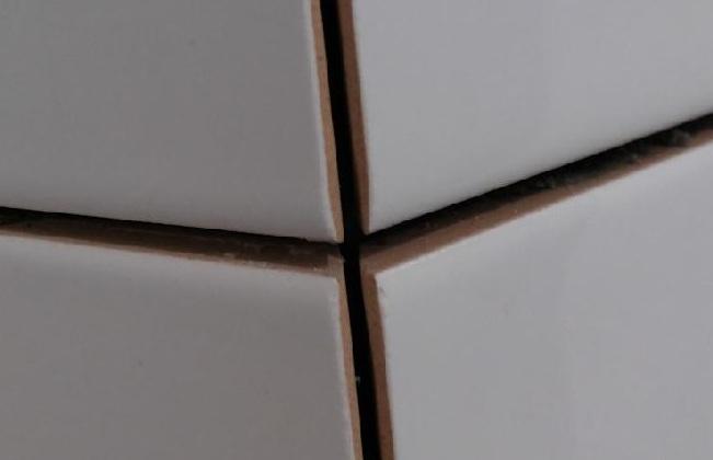 Укладка плитки обрезанной под 45